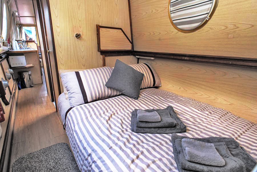 Dawn Mist Narrow Boat Bed Room